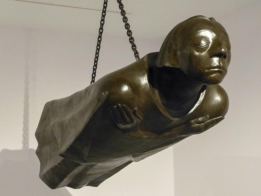 """""""El Ánge flotantel"""" (1928) una obra gigantesca en honor a las victimas de la guerra expuesta recientemente en el British Museum"""