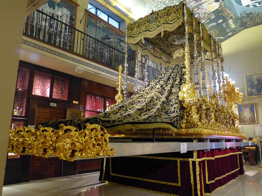 Vista trasera del Trono de la Virgen de la Esperanza de Málaga