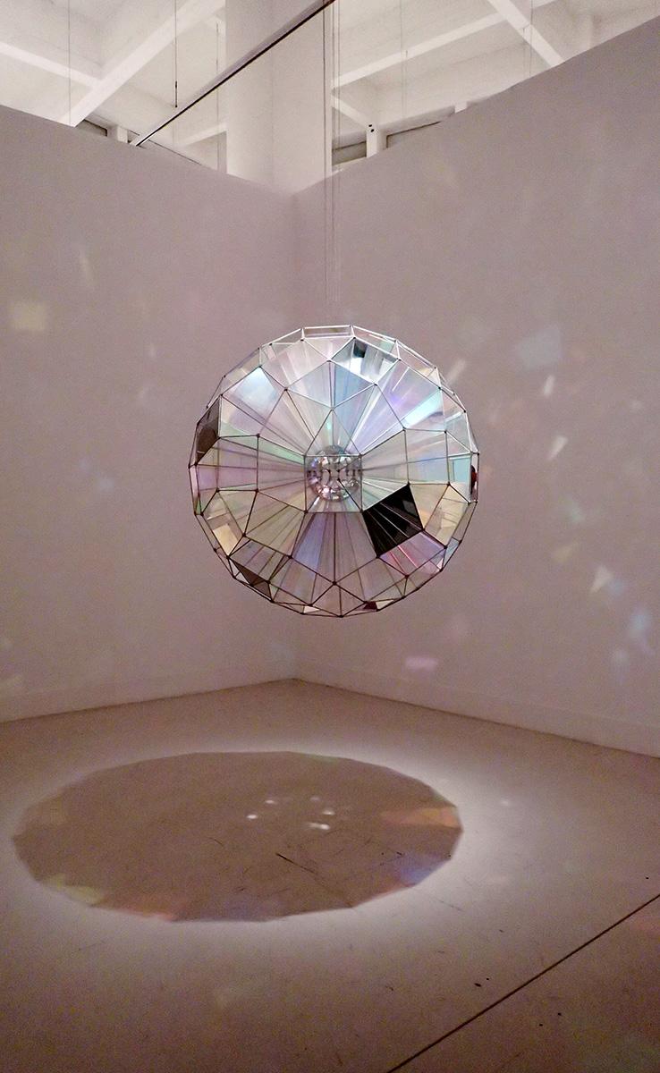 Esfera cuadrada de color (Olafur Eliasson, 2007)